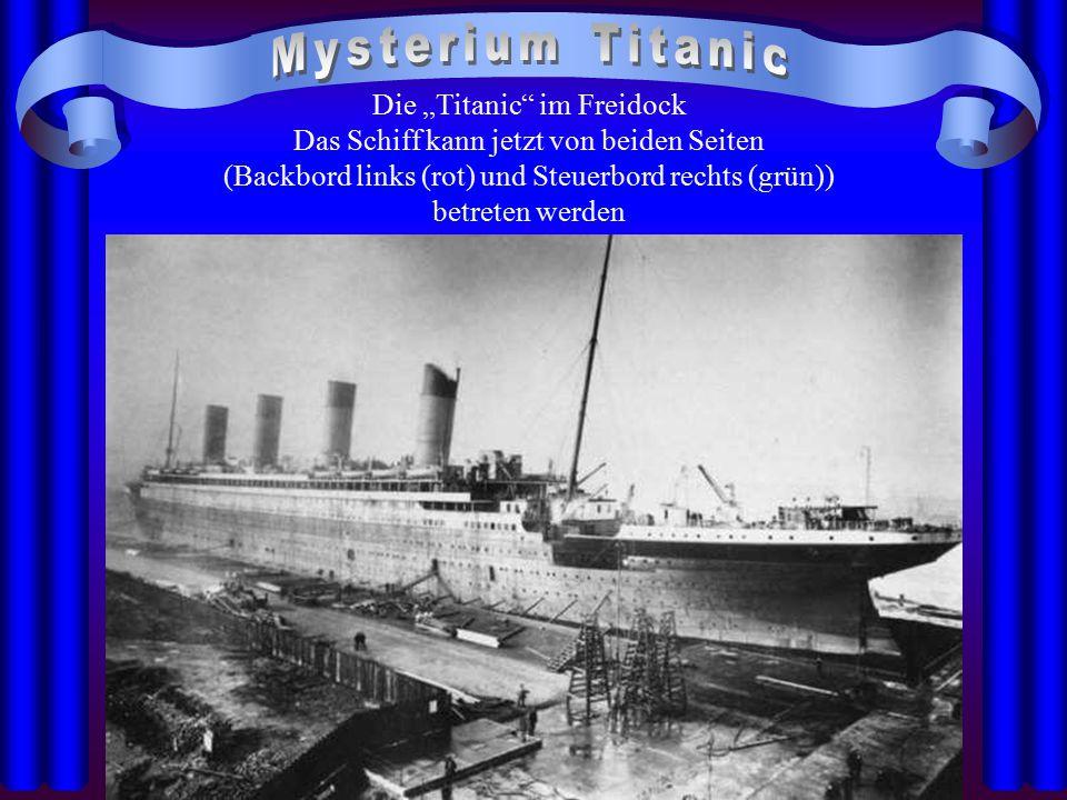 """Die """"Titanic"""" im Freidock Das Schiff kann jetzt von beiden Seiten (Backbord links (rot) und Steuerbord rechts (grün)) betreten werden"""