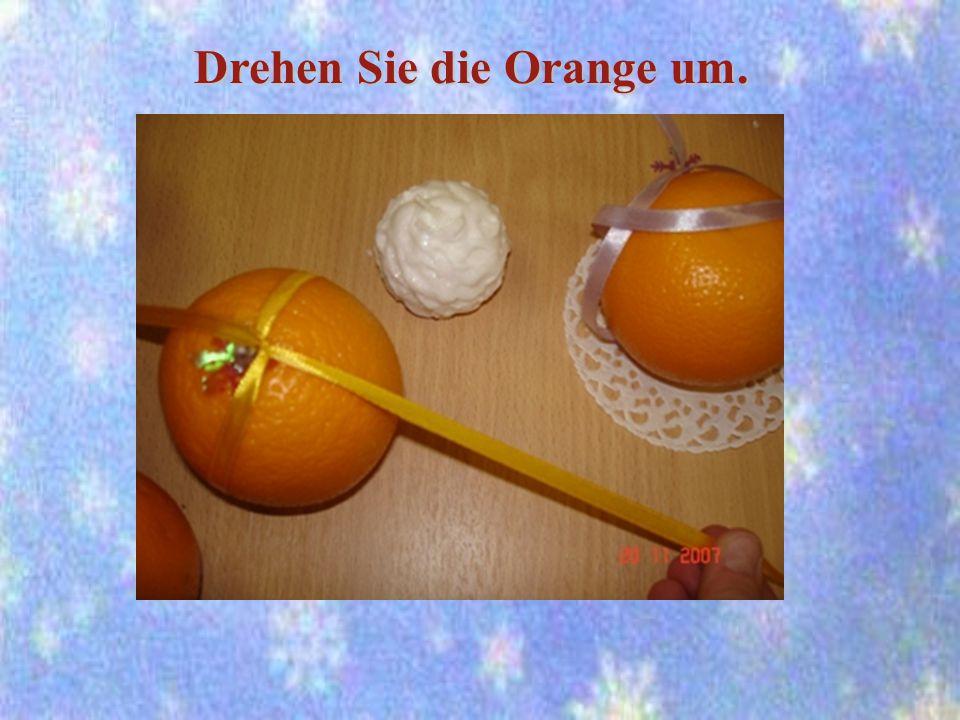 Drehen Sie die Orange um.