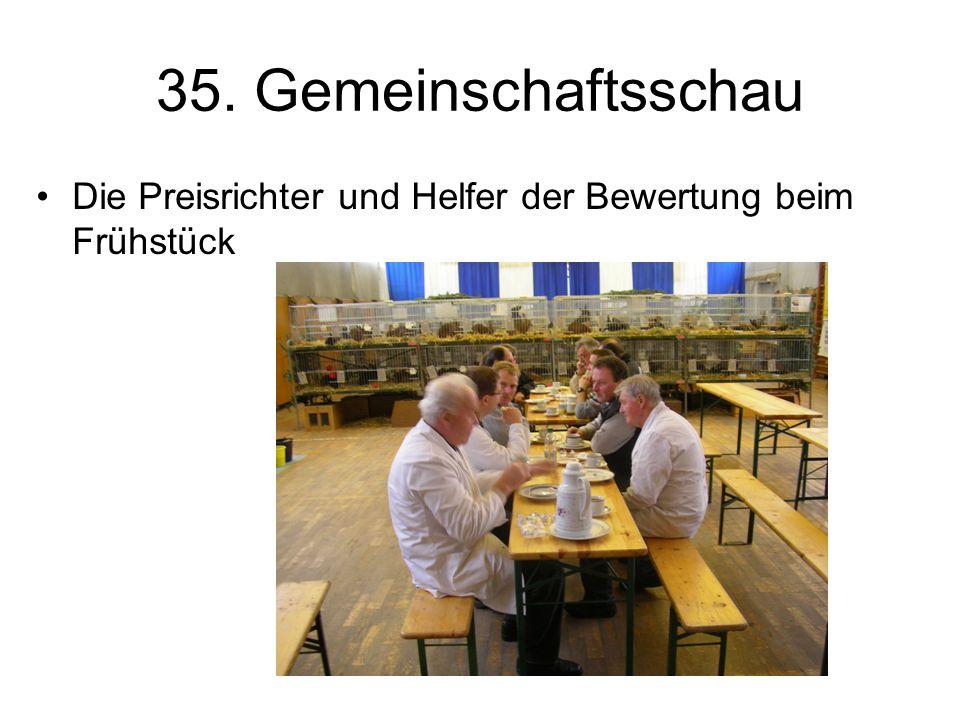 35. Gemeinschaftsschau Die Preisrichter und Helfer der Bewertung beim Frühstück