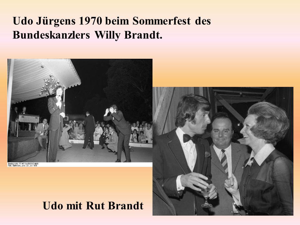 Udo Jürgens 1970 beim Sommerfest des Bundeskanzlers Willy Brandt. Udo mit Rut Brandt