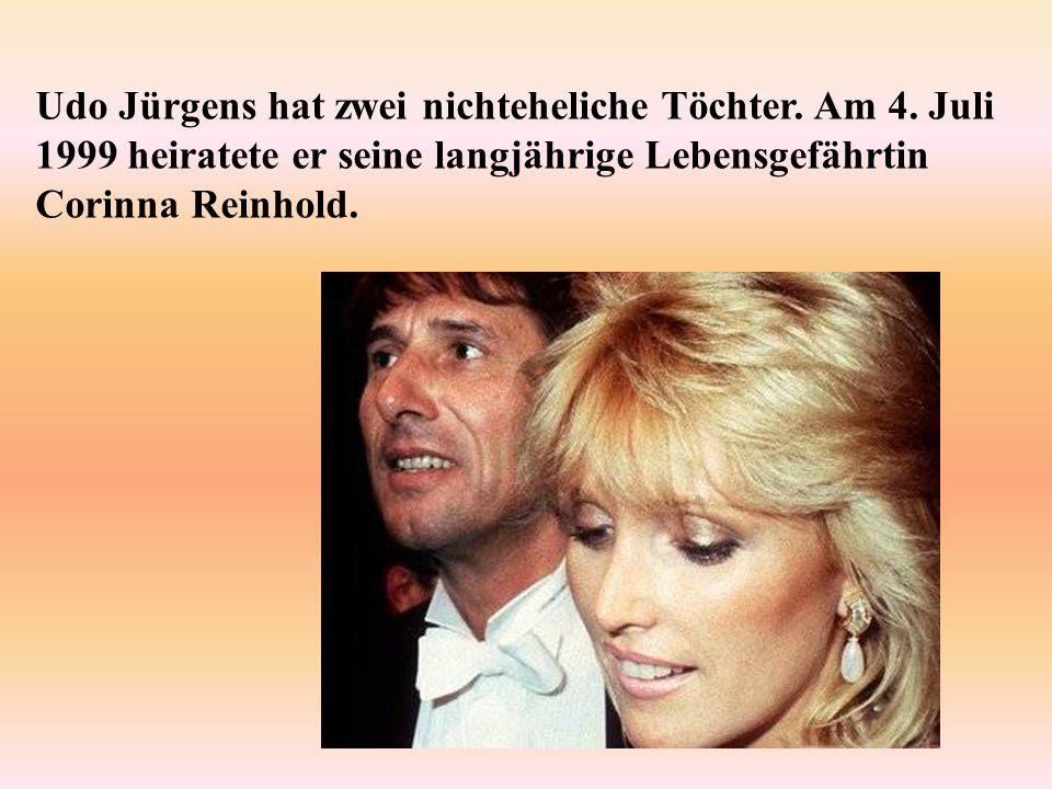 Udo Jürgens hat zwei nichteheliche Töchter. Am 4. Juli 1999 heiratete er seine langjährige Lebensgefährtin Corinna Reinhold.