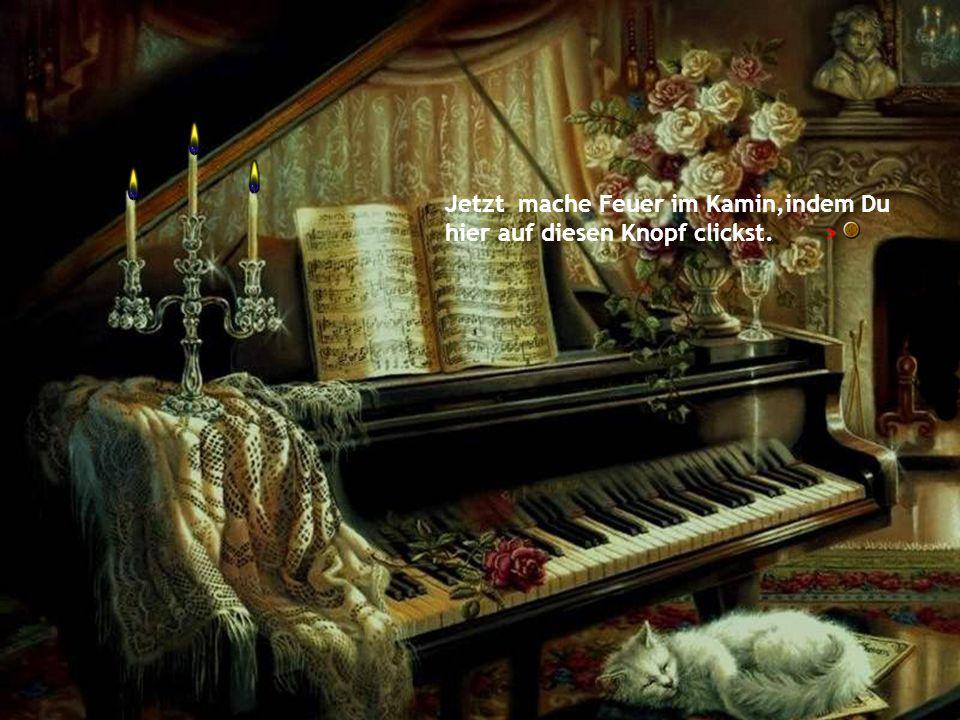 Spiele ganz gemütlich Klavier. /\ Zünde die Kerzen an, indem du auf den obigen gelben Knopf clickst.