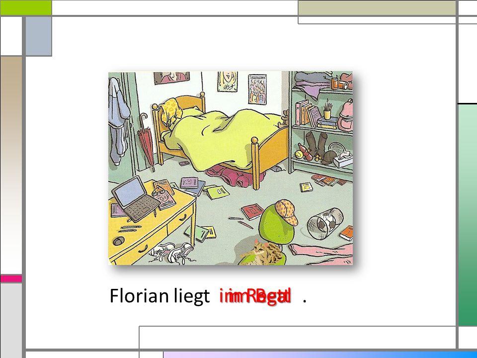Florian liegt. im Bett im Regal