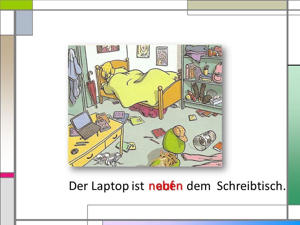 Der Laptop ist dem Schreibtisch. nebenauf