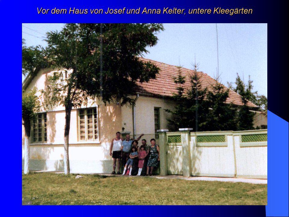 Vor dem Haus von Josef und Anna Kelter, untere Kleegärten