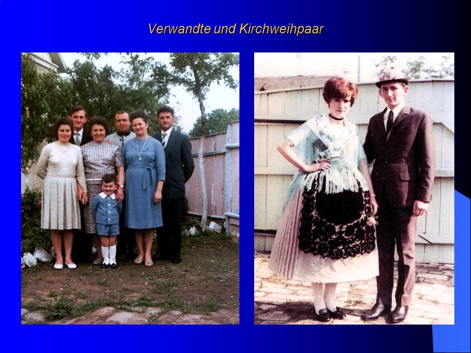 Verwandte und Kirchweihpaar