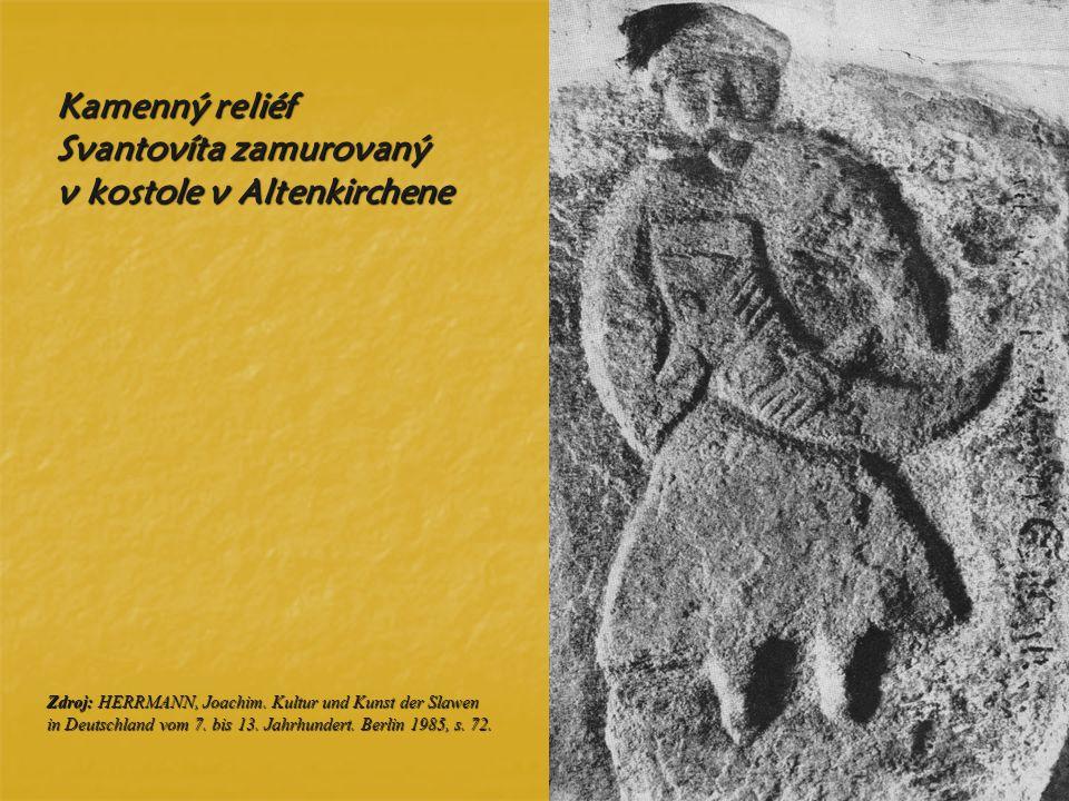 Kamenný reliéf Svantovíta zamurovaný v kostole v Altenkirchene Zdroj: HERRMANN, Joachim. Kultur und Kunst der Slawen in Deutschland vom 7. bis 13. Jah