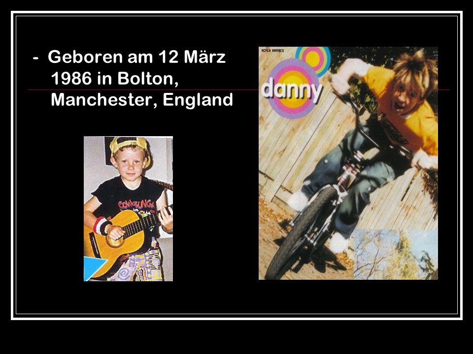 - Er ist ein Frontsänger und Gitarrist in der britischen Pop-Band Mcfly McFly