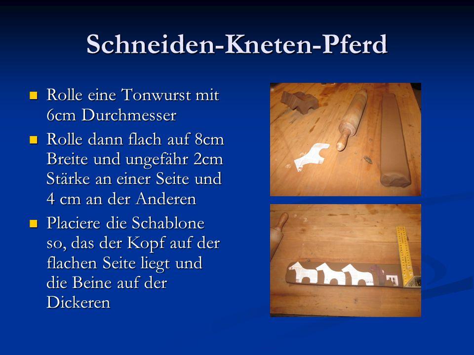 Schneiden-Kneten-Pferd Rolle eine Tonwurst mit 6cm Durchmesser Rolle eine Tonwurst mit 6cm Durchmesser Rolle dann flach auf 8cm Breite und ungefähr 2c