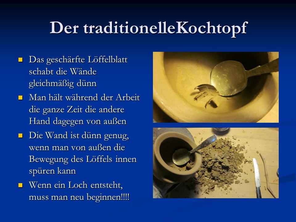 Der traditionelleKochtopf Das geschärfte Löffelblatt schabt die Wände gleichmäßig dünn Das geschärfte Löffelblatt schabt die Wände gleichmäßig dünn Ma