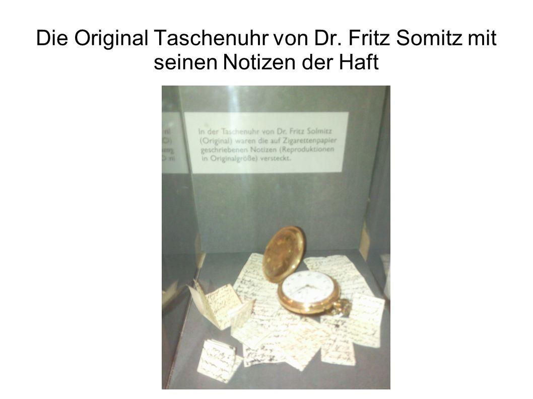 Die Original Taschenuhr von Dr. Fritz Somitz mit seinen Notizen der Haft