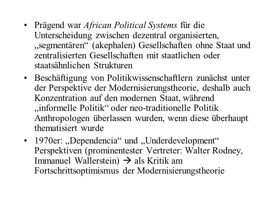 """Prägend war African Political Systems für die Unterscheidung zwischen dezentral organisierten, """"segmentären"""" (akephalen) Gesellschaften ohne Staat und"""