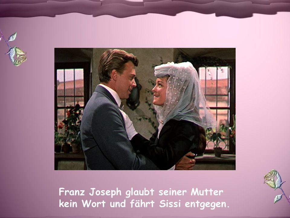 Franz Joseph glaubt seiner Mutter kein Wort und fährt Sissi entgegen.