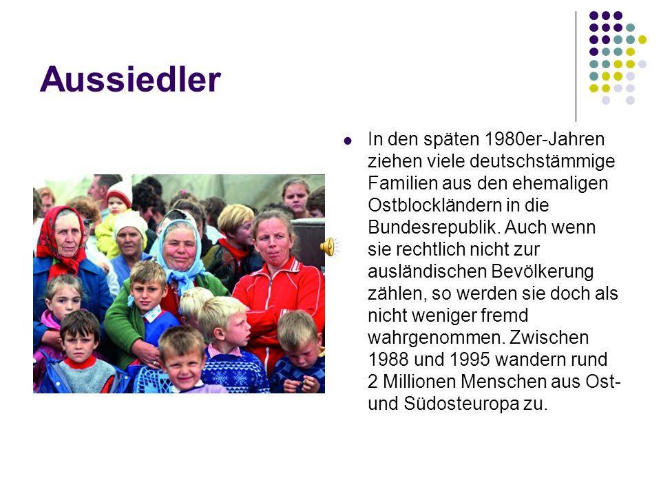 Aussiedler In den späten 1980er-Jahren ziehen viele deutschstämmige Familien aus den ehemaligen Ostblockländern in die Bundesrepublik. Auch wenn sie r