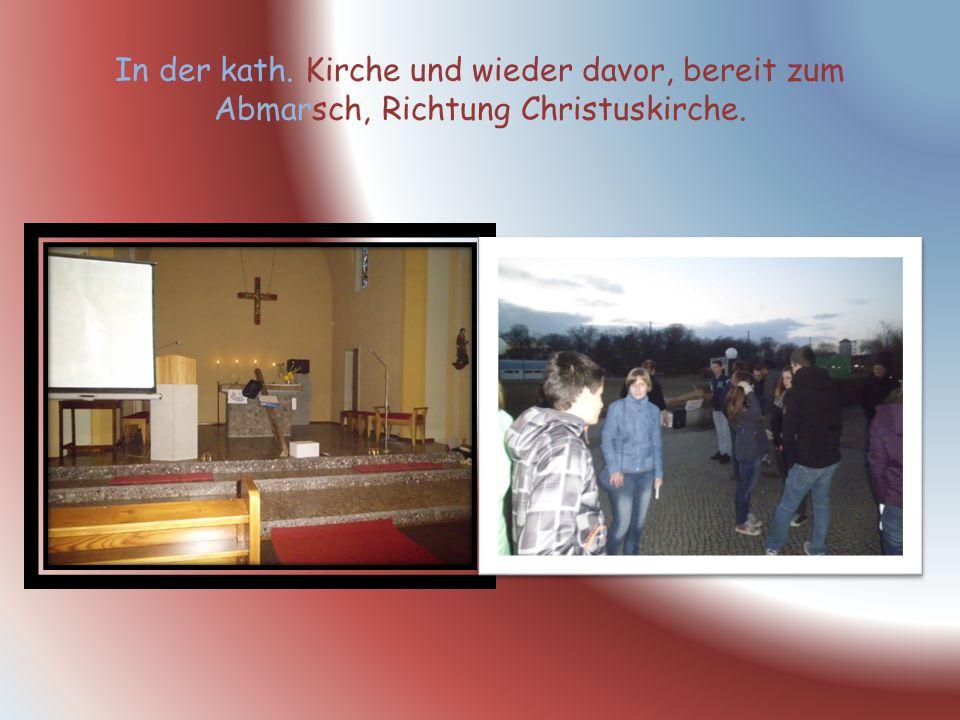 In der kath. Kirche und wieder davor, bereit zum Abmarsch, Richtung Christuskirche.