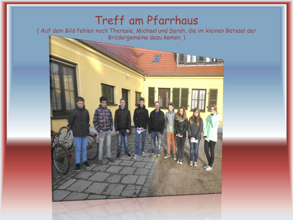 Treff am Pfarrhaus ( Auf dem Bild fehlen noch Theresia, Michael und Sarah, die im kleinen Betsaal der Brüdergemeine dazu kamen.