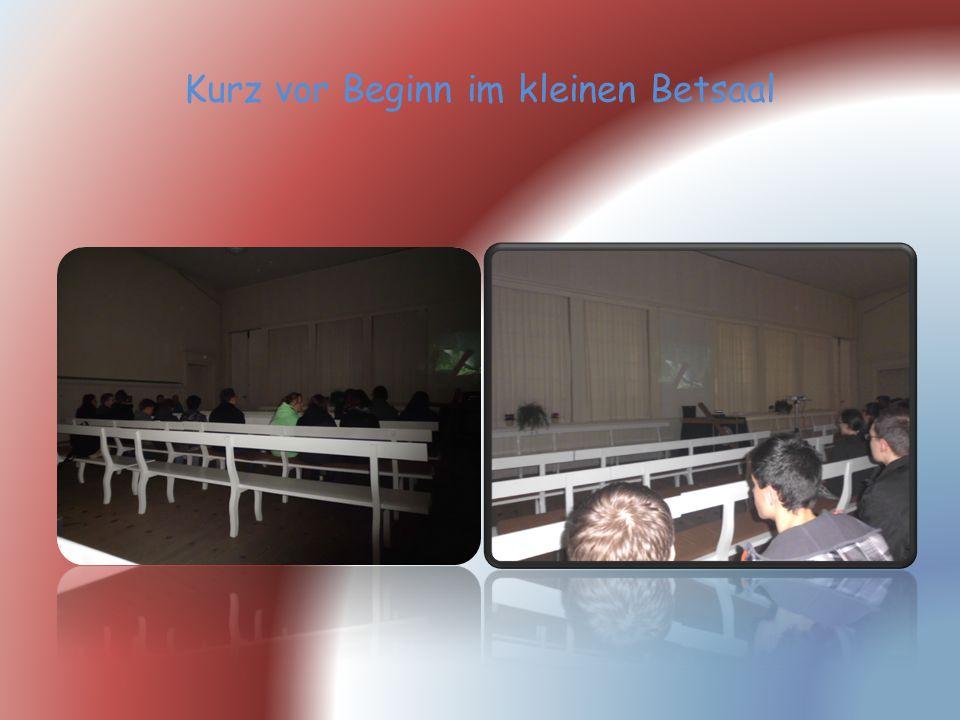 Kurz vor Beginn im kleinen Betsaal