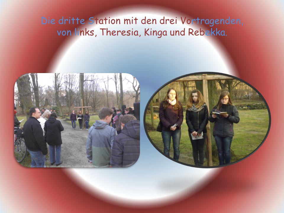 Die dritte Station mit den drei Vortragenden, von links, Theresia, Kinga und Rebekka.