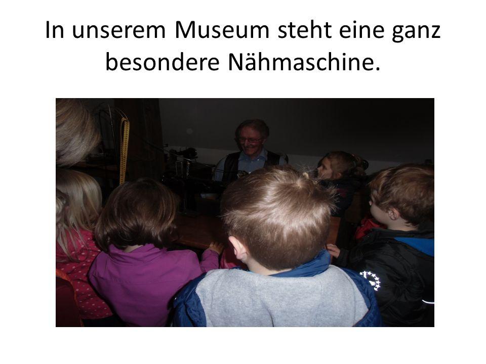In unserem Museum steht eine ganz besondere Nähmaschine.