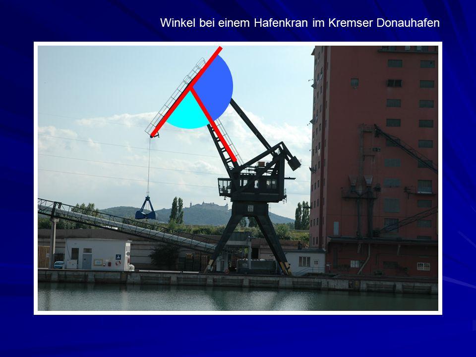 Winkel bei einem Hafenkran im Kremser Donauhafen
