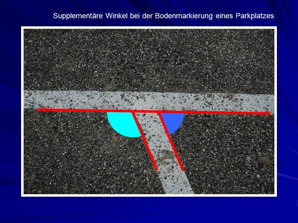 Supplementäre Winkel bei der Bodenmarkierung eines Parkplatzes