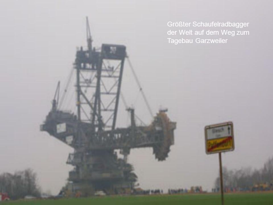 Größter Schaufelradbagger der Welt auf dem Weg zum Tagebau Garzweiler