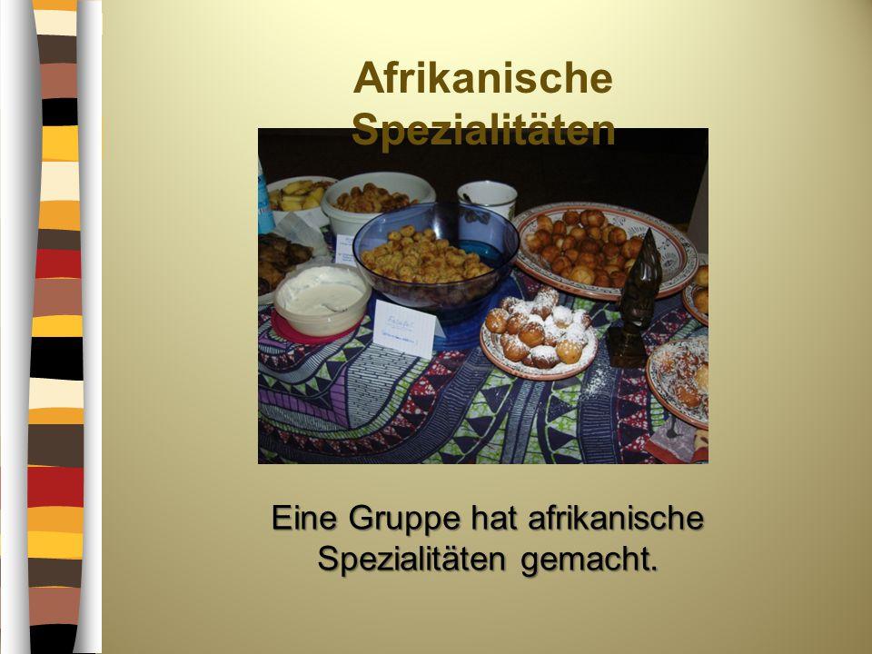 Afrikanische Spezialitäten Eine Gruppe hat afrikanische Spezialitäten gemacht.