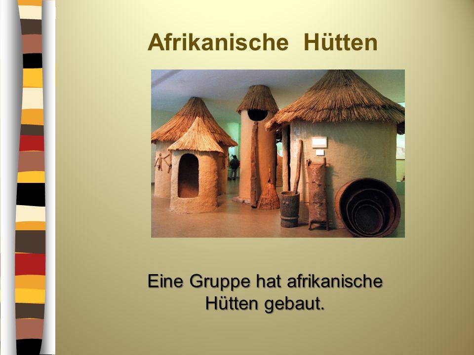 Afrikanische Hütten Eine Gruppe hat afrikanische Hütten gebaut.