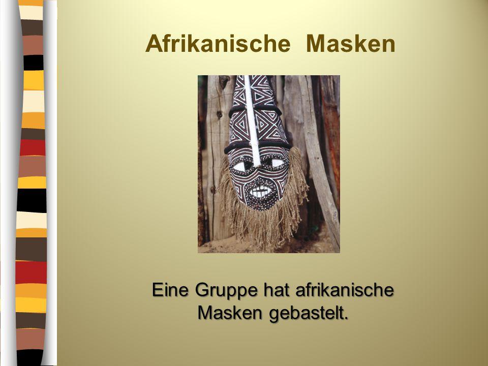 Afrikanische Masken Eine Gruppe hat afrikanische Masken gebastelt.