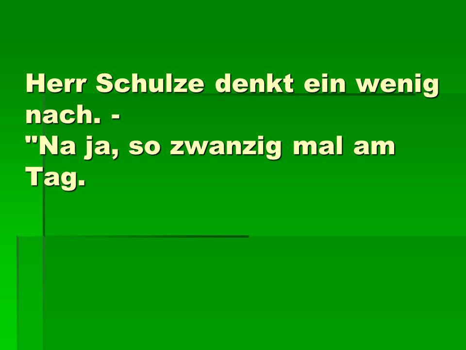 Herr Schulze denkt ein wenig nach. -