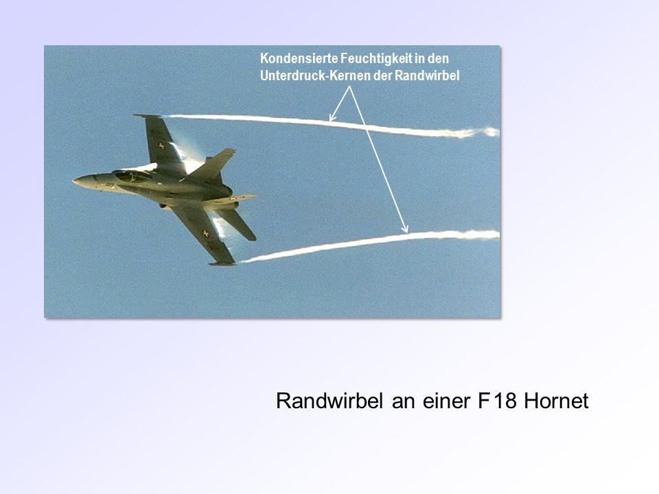 Randwirbel an einer F 18 Hornet Kondensierte Feuchtigkeit in den Unterdruck-Kernen der Randwirbel