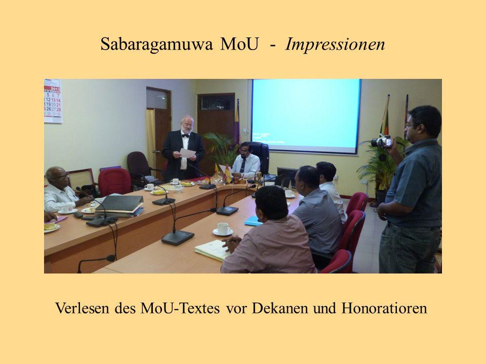 Verlesen des MoU-Textes vor Dekanen und Honoratioren Sabaragamuwa MoU - Impressionen