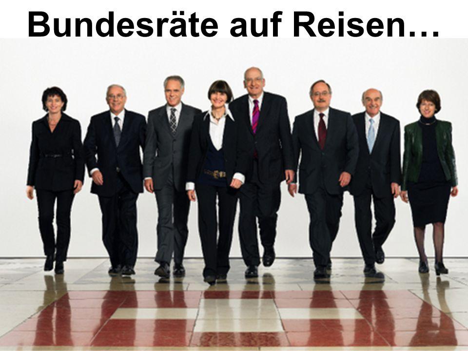 Bundespräsidentin Micheline Calmy-Rey … …Finanzminister Hans-Rudolf Merz… …und Justizminister Christoph Blocher überfliegen mit dem Bundesrats-Jet die Schweiz.