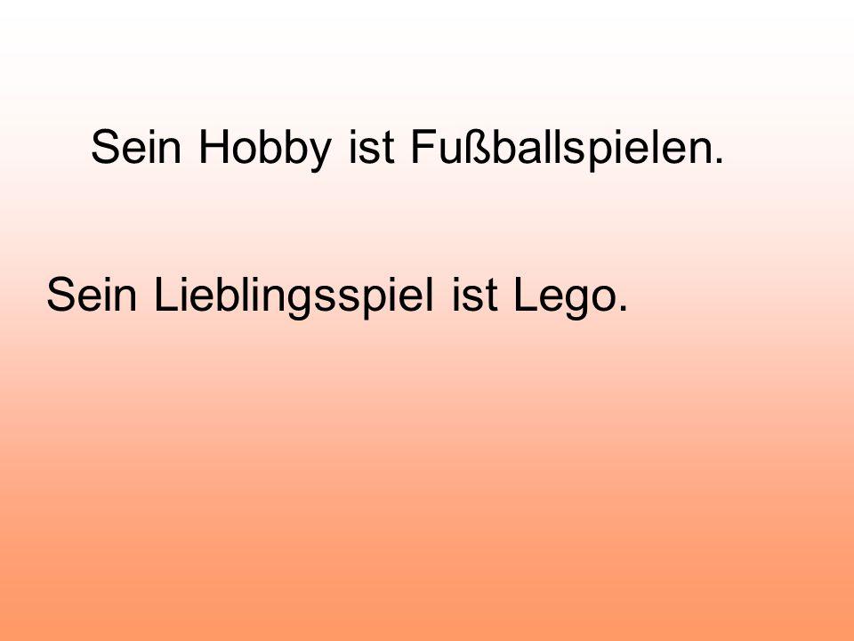 Sein Hobby ist Fußballspielen. Sein Lieblingsspiel ist Lego.