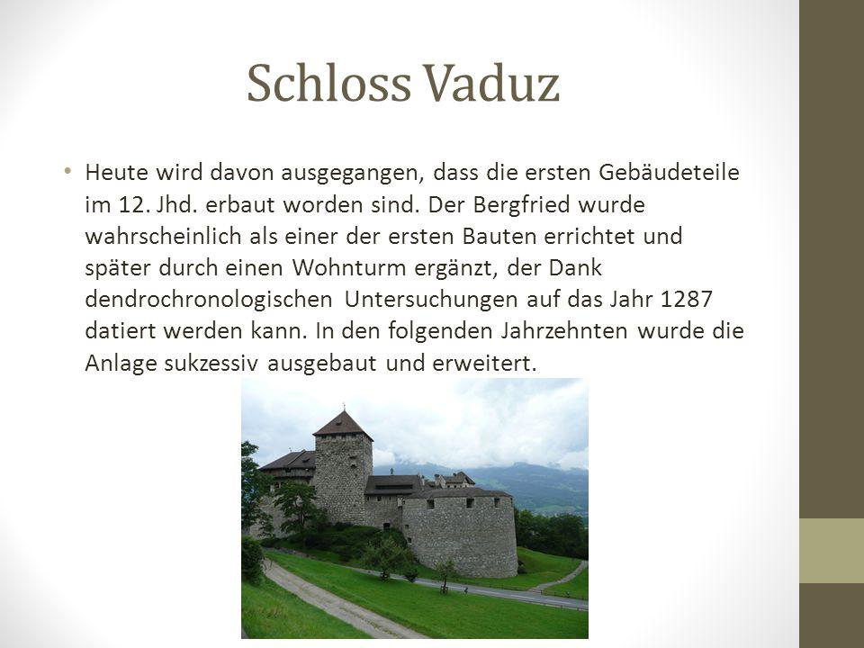 Schloss Vaduz Das Schloss Vaduz ist auf einer Felsterrasse rund 120 Meter über der Gemeinde Vaduz gelegen. In Richtung Süden wird das Schloss durch fa