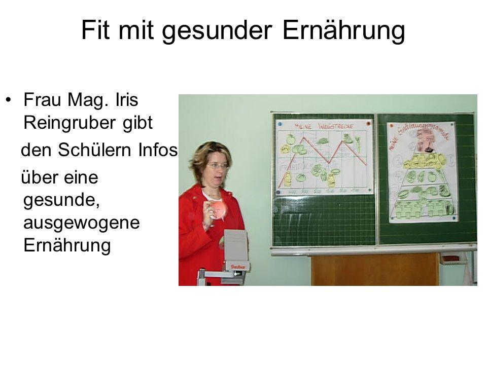 Fit mit gesunder Ernährung Frau Mag. Iris Reingruber gibt den Schülern Infos über eine gesunde, ausgewogene Ernährung