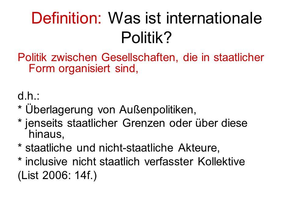 Definition: Was ist internationale Politik? Politik zwischen Gesellschaften, die in staatlicher Form organisiert sind, d.h.: * Überlagerung von Außenp
