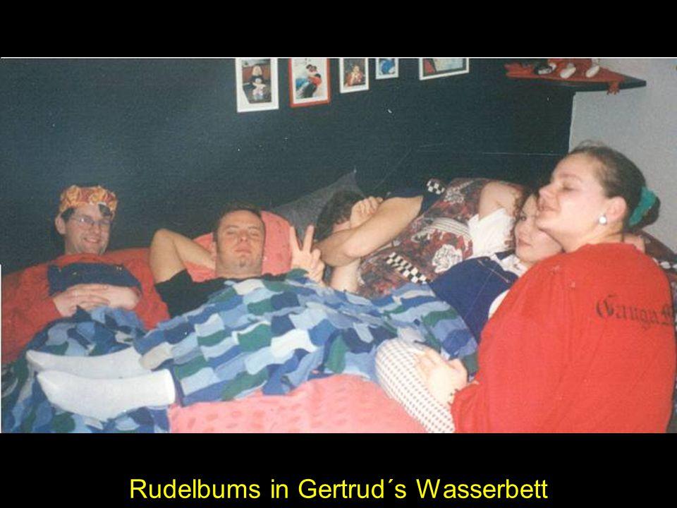 Rudelbums in Gertrud´s Wasserbett
