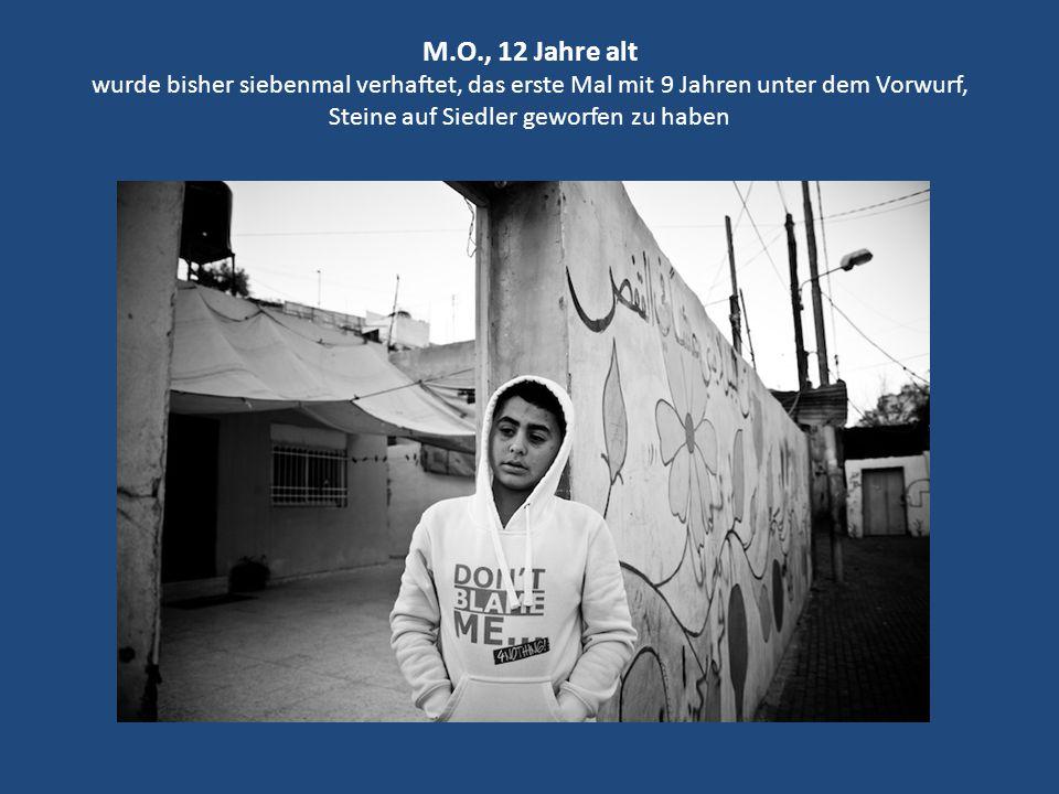 M.O., 12 Jahre alt wurde bisher siebenmal verhaftet, das erste Mal mit 9 Jahren unter dem Vorwurf, Steine auf Siedler geworfen zu haben