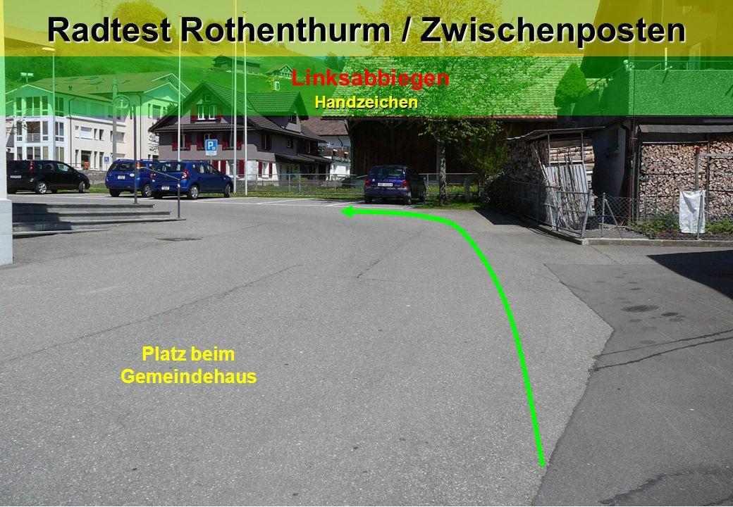 Radtest Rothenthurm / Zwischenposten LinksabbiegenHandzeichen Platz beim Gemeindehaus