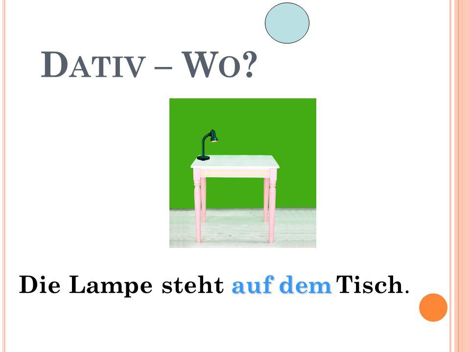 D ATIV – W O ? auf dem Die Lampe steht auf dem Tisch.