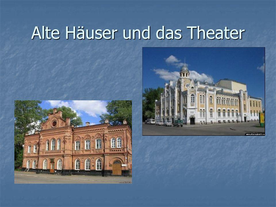 Alte Häuser und das Theater