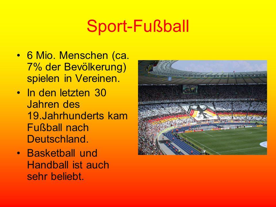 Sport-Fußball 6 Mio. Menschen (ca. 7% der Bevölkerung) spielen in Vereinen. In den letzten 30 Jahren des 19.Jahrhunderts kam Fußball nach Deutschland.