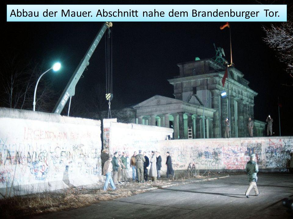 Abbau der Mauer. Abschnitt nahe dem Brandenburger Tor.