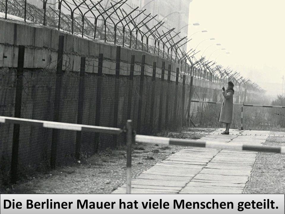Die Berliner Mauer hat viele Menschen geteilt.