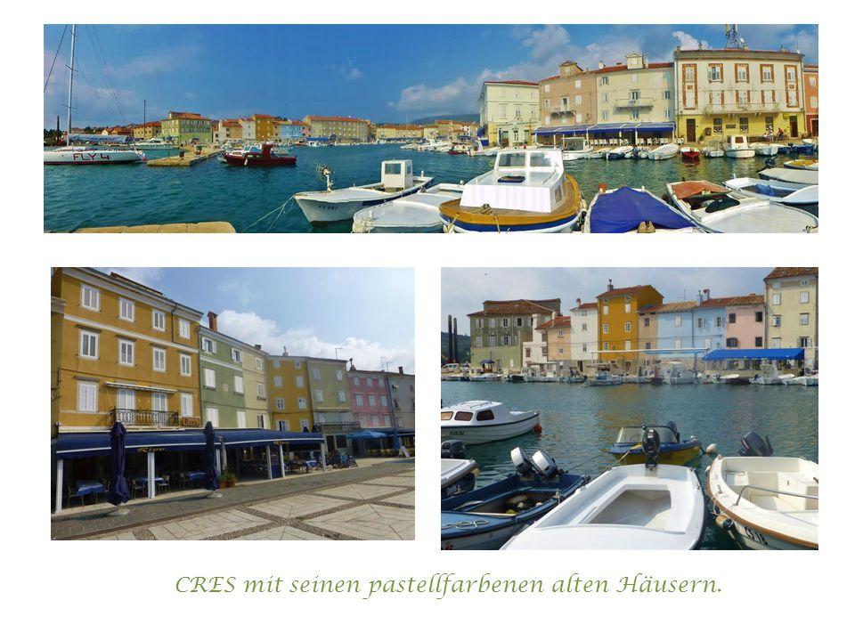 CRES mit seinen pastellfarbenen alten Häusern.