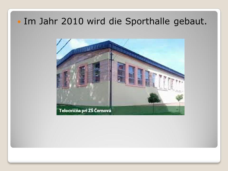 Im Jahr 2010 wird die Sporthalle gebaut.