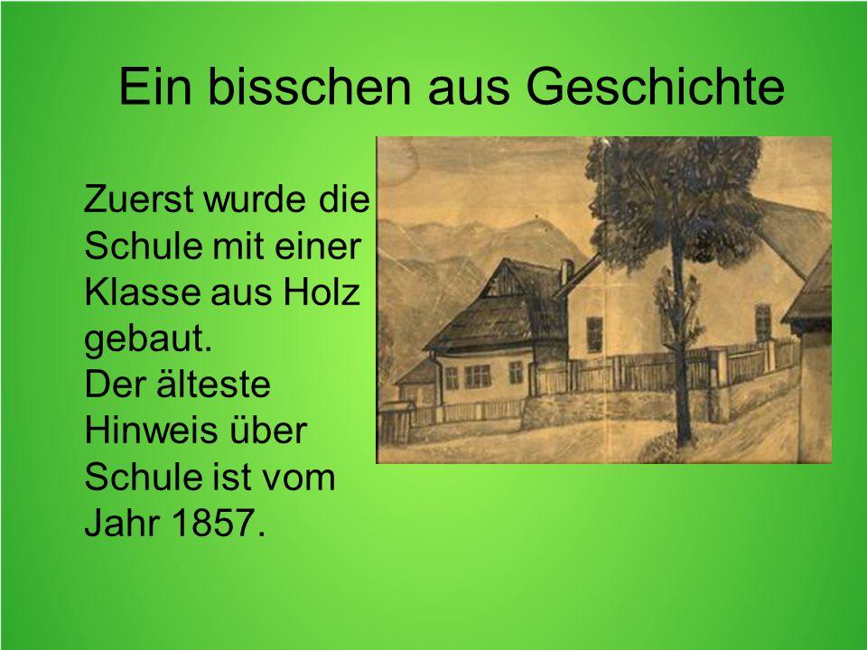 Ein bisschen aus Geschichte Zuerst wurde die Schule mit einer Klasse aus Holz gebaut.
