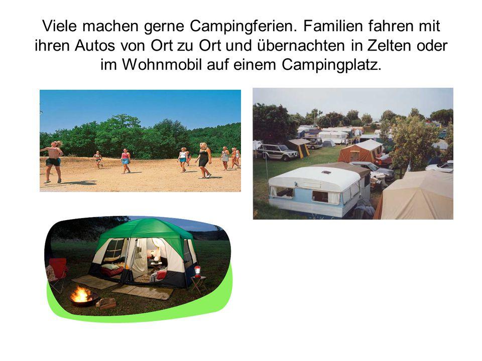 Viele machen gerne Campingferien. Familien fahren mit ihren Autos von Ort zu Ort und übernachten in Zelten oder im Wohnmobil auf einem Campingplatz.