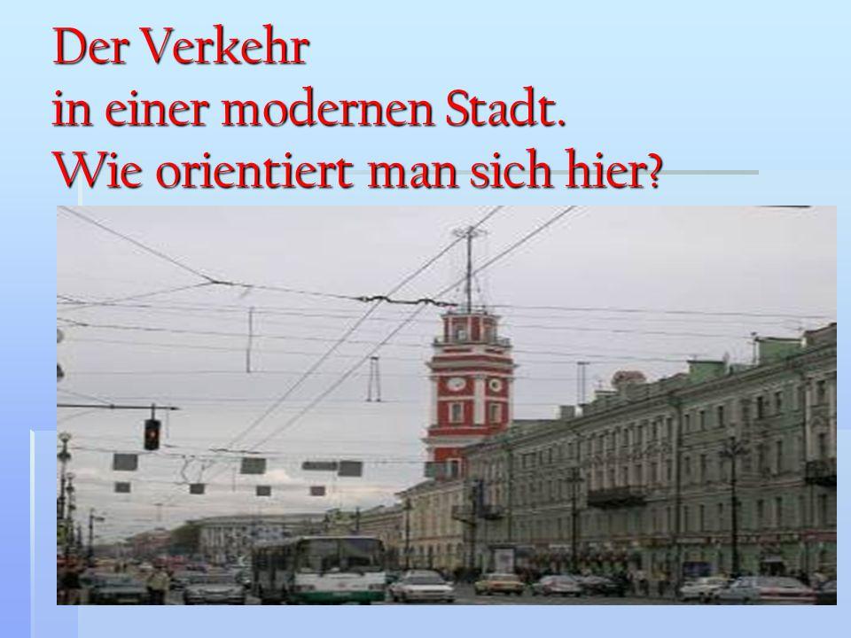 Der Verkehr in einer modernen Stadt. Wie orientiert man sich hier?